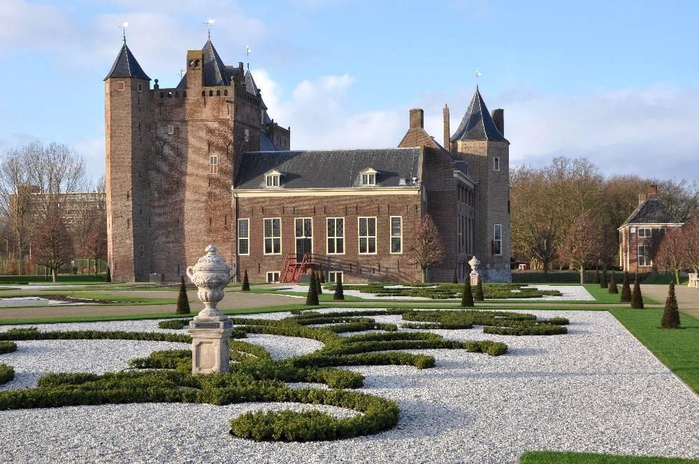 Gereconstrueerde stijltuinen bi Kasteel Assumburg in Heemskerk