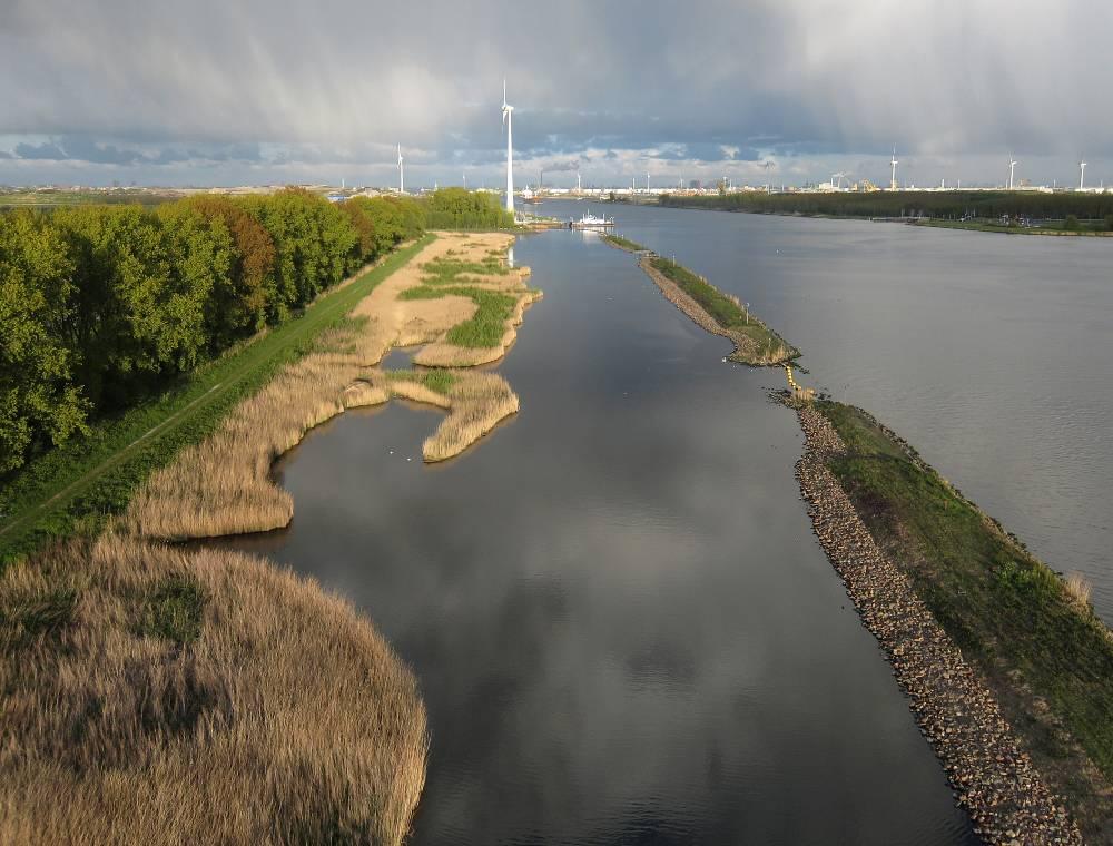 Noordzeekanaal. Pont Buitenhuizen.