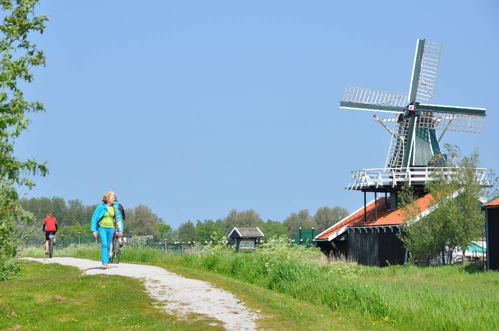 Lattenzager Cornelis op erfgoedpark De Hoop